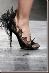 4700 valentino lace court shoe onafoot_thumb